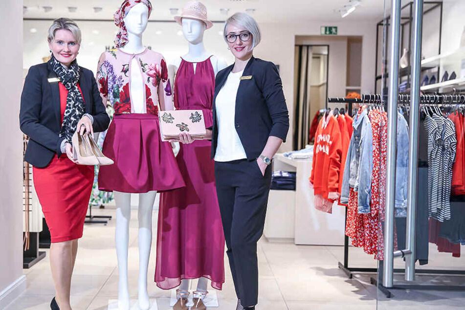 Center-Managerin Nadine Strauß (42, l.) und Styling-Expertin Larissa Markus (33) wollen Kunden für die neue Frühlingsmode begeistern.