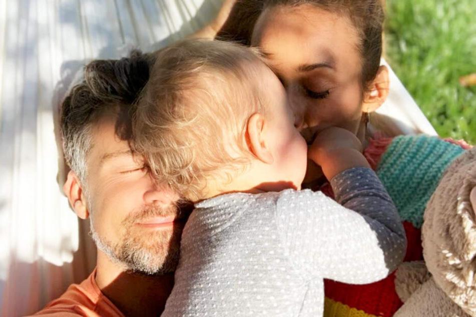Glückliche Familie: Annemarie und Wayne Carpendale mit ihrem Söhnchen Mads.