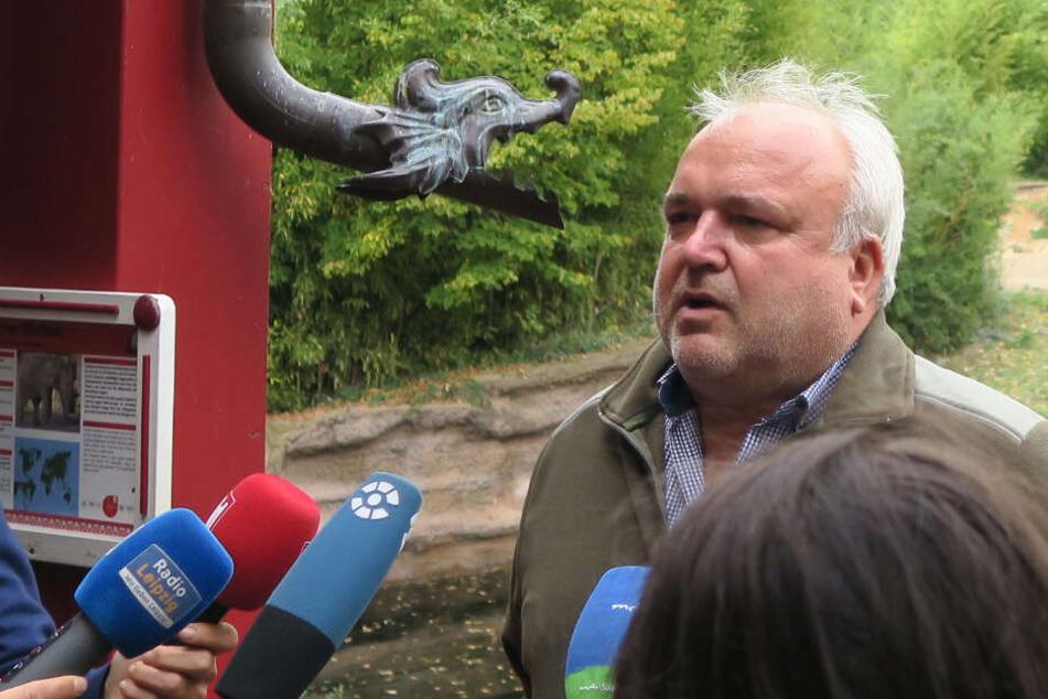 Jörg Junhold während der Pressekonferenz zum Tod von Ben Long. Selbst der Zoodirektor schien angesichts der traurigen Nachricht zeitweise mit den Tränen zu kämpfen.