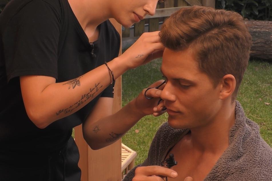 Cedric (26) hat die Haare nicht mehr sooo schön. Ginas (19) erstes Mal ging komplett daneben...