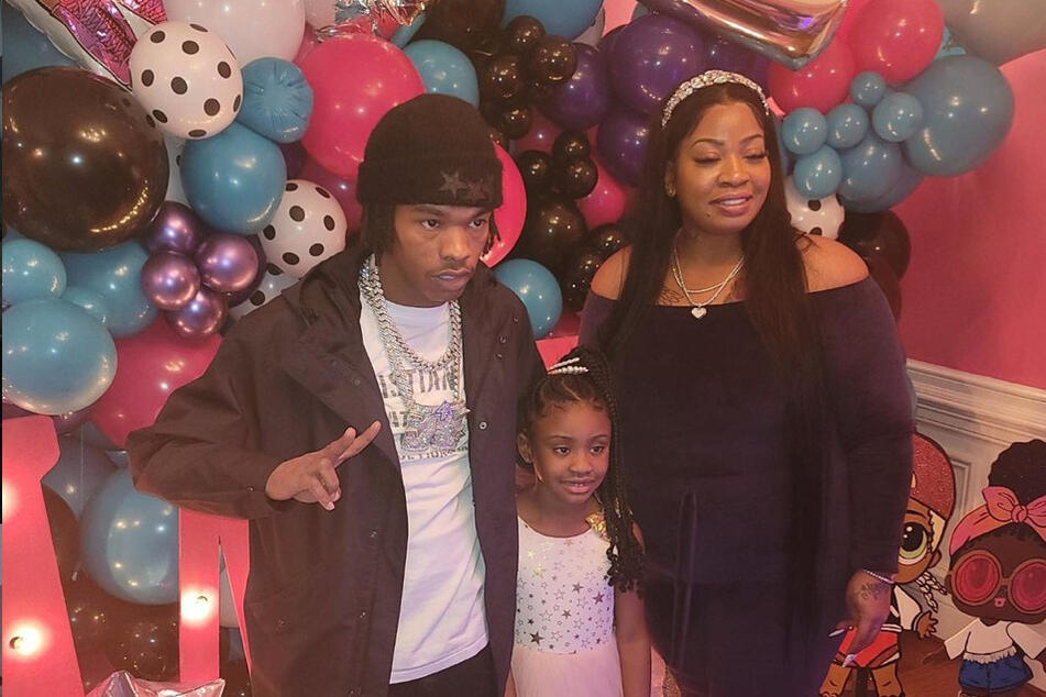 Lil Baby (l.) poses with Gianna (c.) and her mother Roxie Washington.