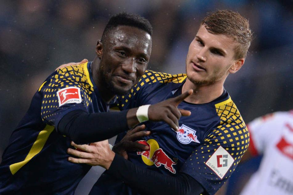 Torschützen von Hamburg unter sich: Naby Keita (l., erzielte das 1:0) und Timo Werner schossen RB Leipzig zum Sieg beim HSV.