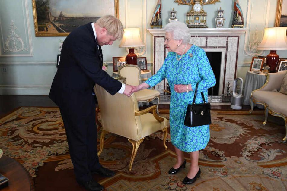 Boris Johnson bei der Queen.