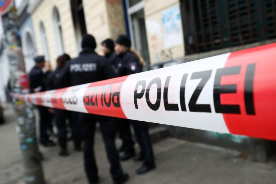 Am Tatort nahmen die Beamten sechs Männer fest (Symbolbild).