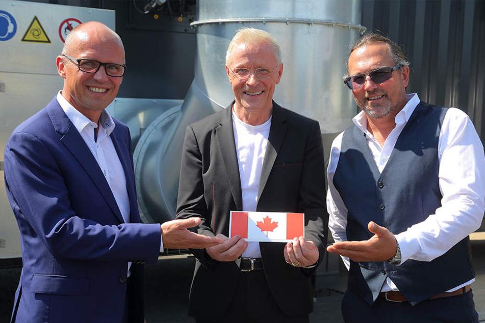 """Freut sich, endlich einen Käufer gefunden zu haben: Wolle Förster mit Morten Lars Brandt (l.) und Josef Späth (r.) vom kanadischen Konzern """"maricann""""."""