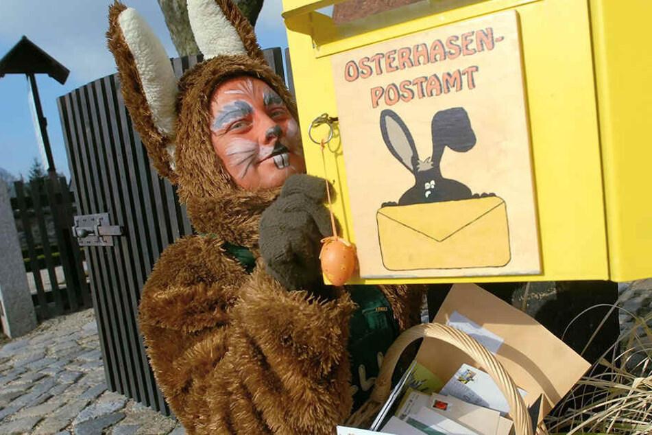 Osterhasen-Post aus aller Welt: Mittlerweile bekommt das Postamt in Seifhennersdorf auch Zuschriften aus Russland, Taiwan oder Estland.