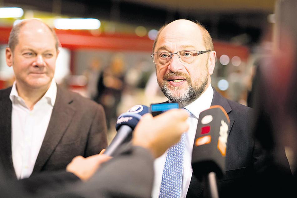 Auf Regionalkonferenzen will die SPD den künftigen Kurs abstecken: Parteichef  Schulz (61) mit Vize Scholz  (59) in Hamburg.