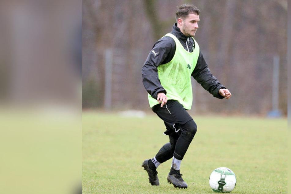FSV-Neuzugang Daniel Gremsl während des Trainings am Ball.
