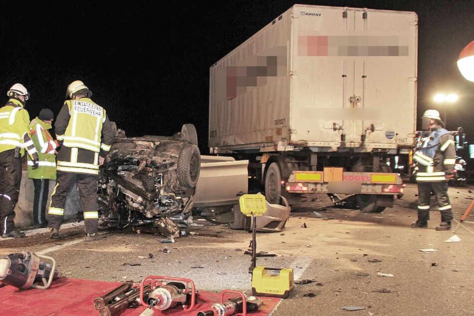 Der Autofahrer starb noch an der Unfallstelle.