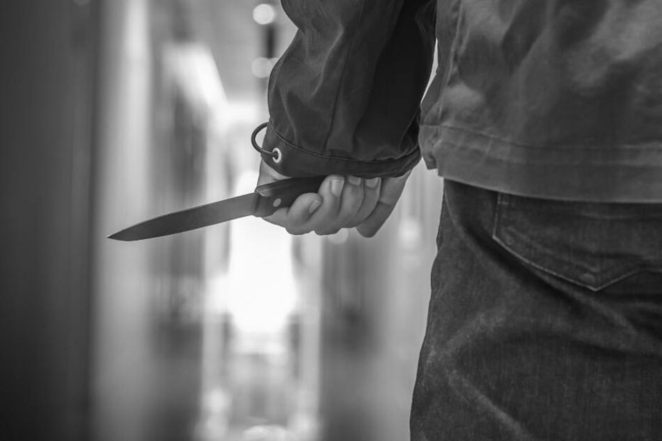 Streit unter Nachbarn eskaliert: Teenager niedergestochen