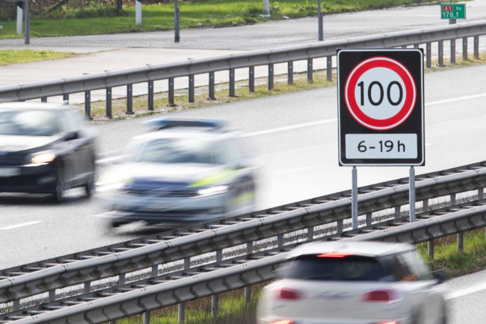 Ein Autofahrer bretterte mit 170 Sachen über die A4 bei Chemnitz. Erlaubt waren lediglich 100 km/h (Symbolbild).