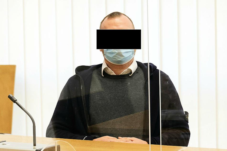 Der Angeklagte (30) schweigt am Mittwoch zu den Vorwürfen.