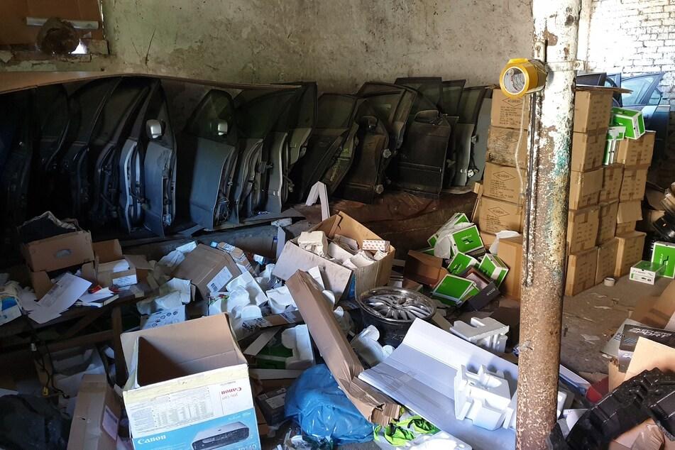Von Autotüren hatten die Hehler eine ganze Sammlung zusammengestellt.