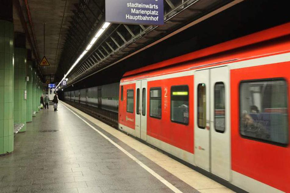 Unfassbar, was der 55-Jährige in der S-Bahn erleben musste.