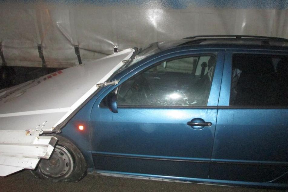 Eine Hecktür krachte auf ein anderes Auto.