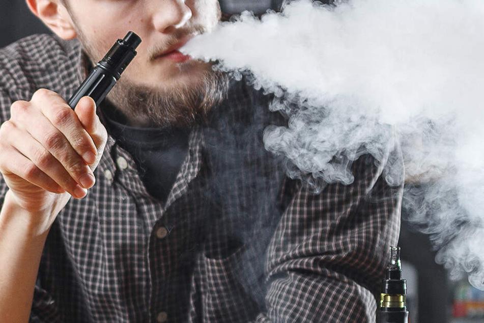 Wie ungesund E-Zigaretten sein können, musste ein Teenager auf schmerzliche Weise erfahren. (Symbolbild)