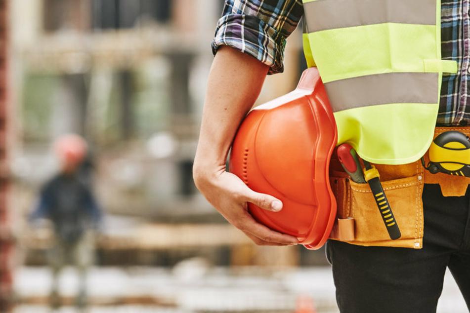 Ein Bauarbeiter erlebte am Montagnachmittag in Erfurt einen wahren Schockmoment. Er wurde von einem 42-Jährigen mit einer Waffe bedroht. (Symbolfoto)