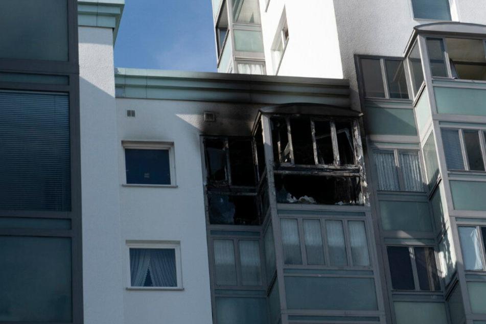 Wintergarten fängt Feuer: Zwei Anwohner müssen gerettet werden