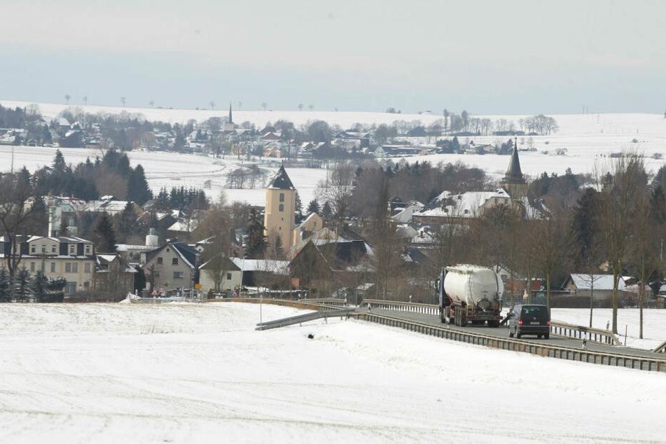 Das kleine Vogtland-Städtchen Mühltroff wechselte erst 1992 von Thüringen nach Sachsen. Seit drei Jahren lebte der Serienvergewaltiger hier. Niemand kannte seine schauerliche Vergangenheit.