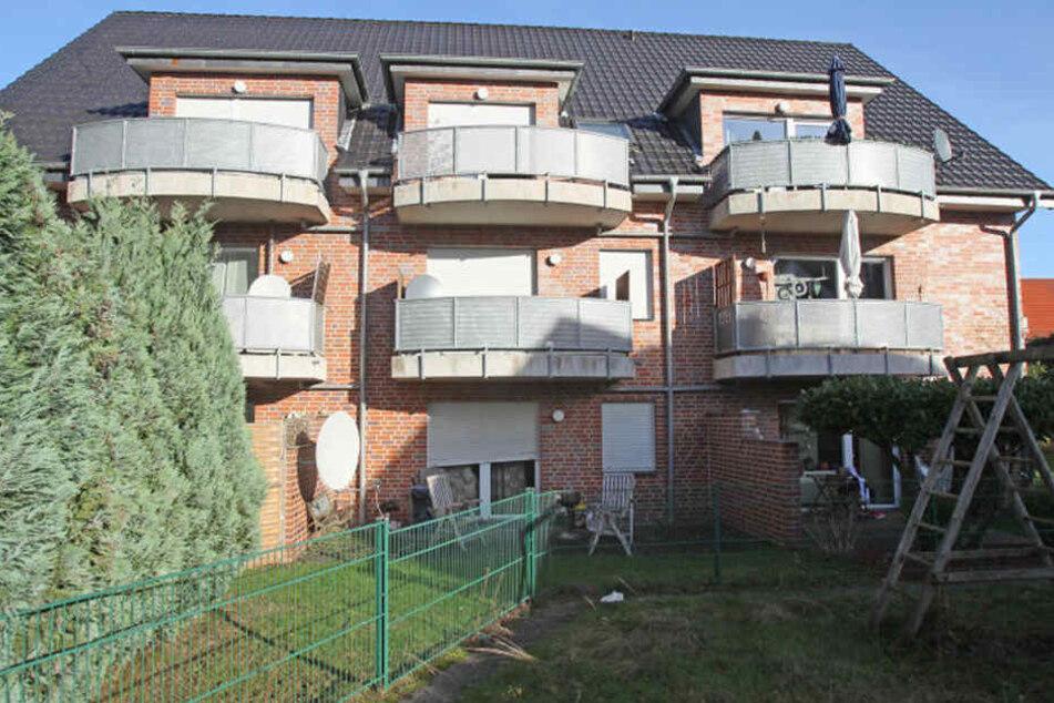 In diesem Haus attackierte der Tatverdächtige die beiden jungen Männer mit einem Messer.