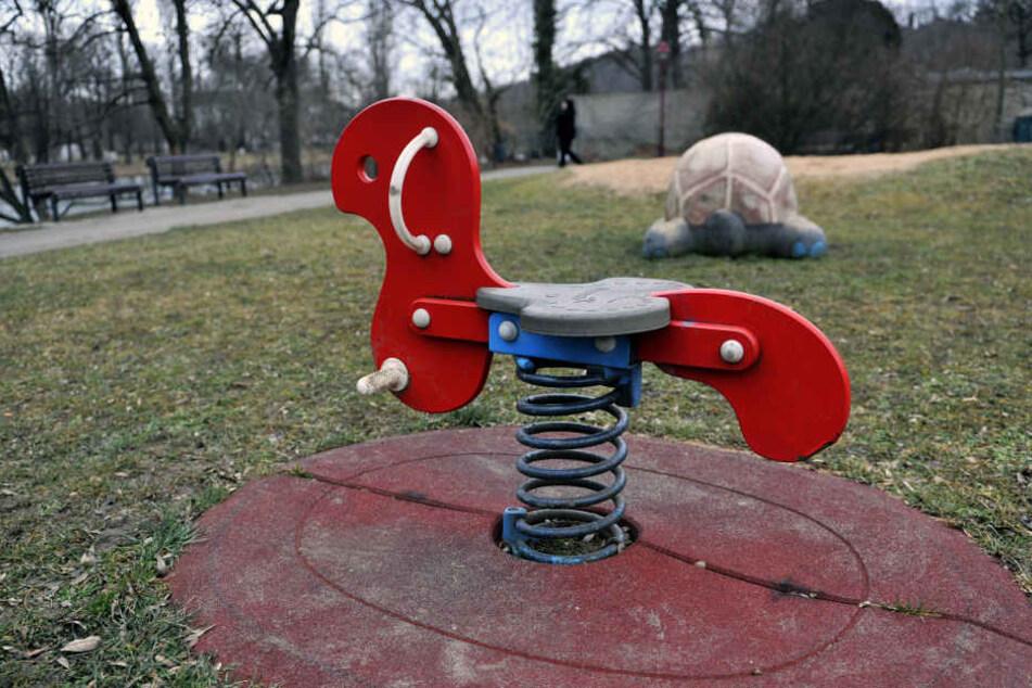 Der Unbekannte zielte auf einen Spielplatz. (Symbolbild)