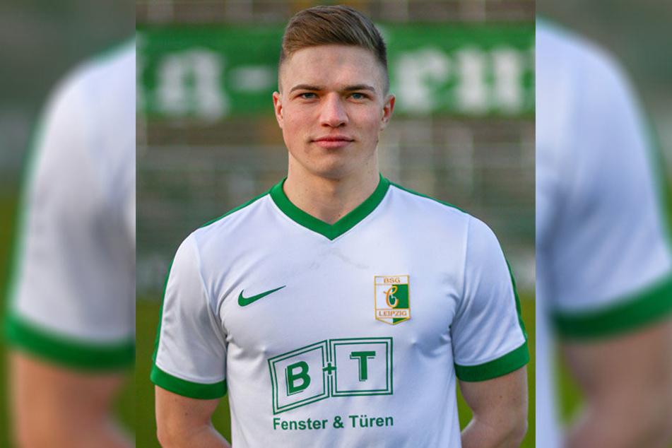 Mittelfeldspieler Lars Schmidt (22) hat seinen Vertrag bei BSG Chemie Leipzig verlängert.