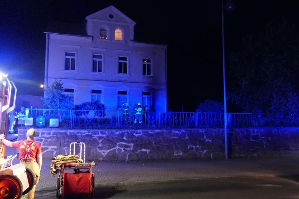 Eine Sitzgruppe war vor dem Wohnhaus in der Colditzer Straße in Brand geraten.