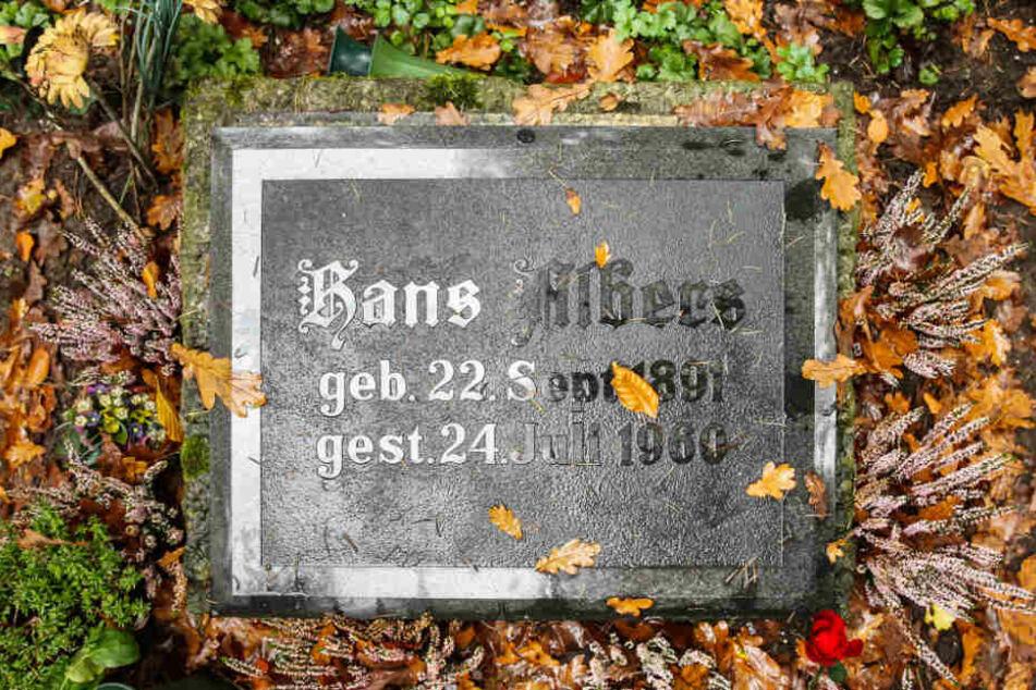Auf dem Ohlsdorfer Friedhof sind viele Prominente wie der Schauspieler Hans Albers begraben.