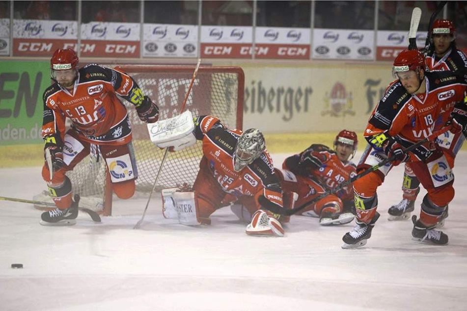 Mit großem Kampf sicherten sich die Eispiranten einen Punkt in Ravensburg.
