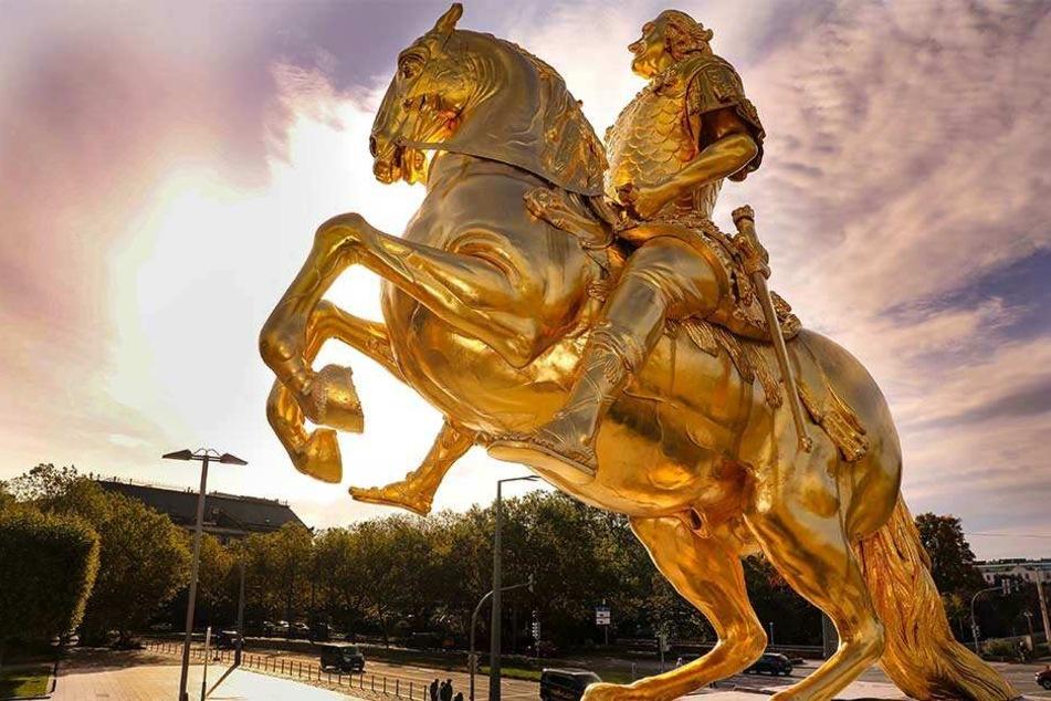 Goldener Reiter hat seine Waffe zurück