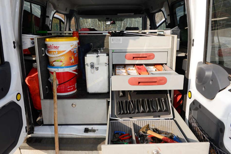 Volle Ladung: In seinem Dispatcher-Auto hat Thomas Böhme alles, was er  braucht.