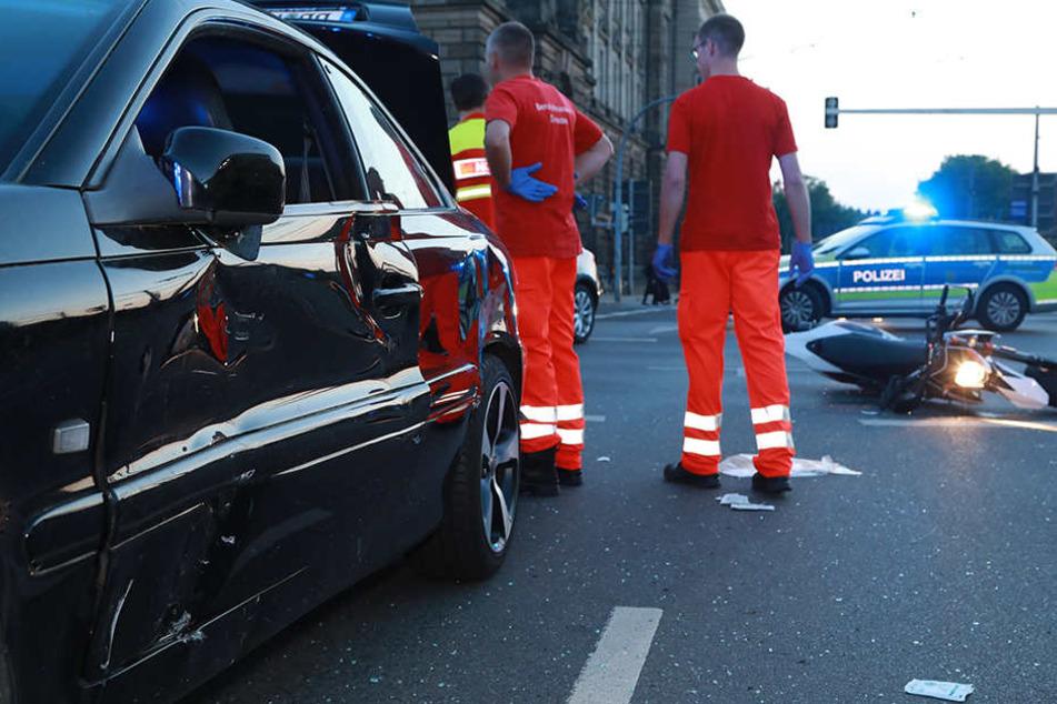 Die Unfallaufnahme durch die Polizei läuft derzeit - mit Behinderungen ist zu rechnen.
