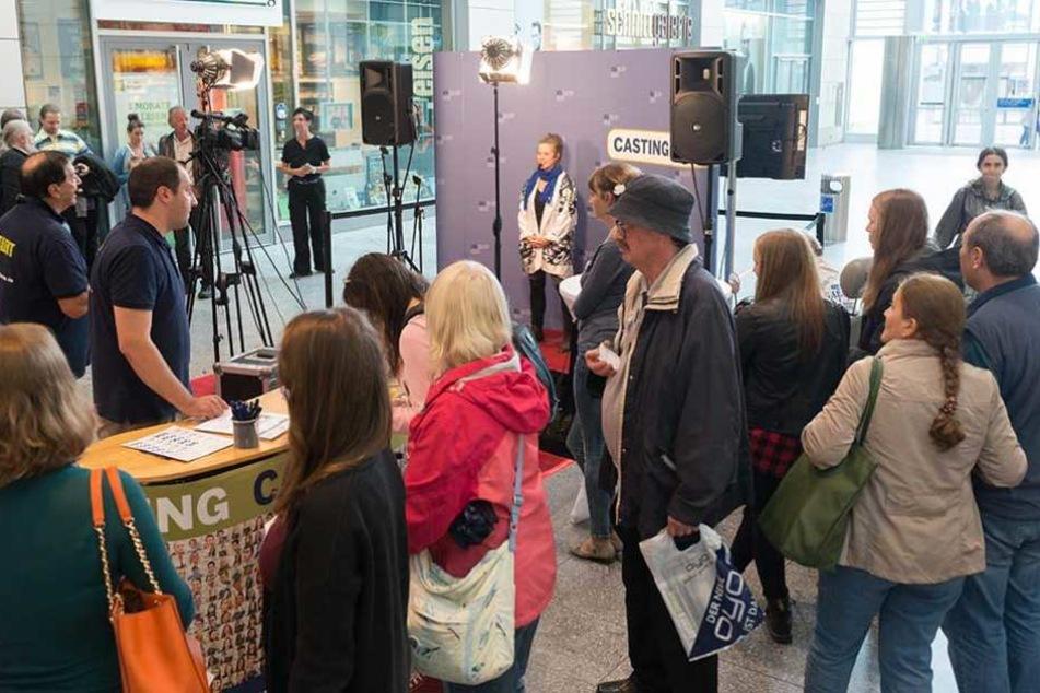 Viel Andrang beim Ufa-Casting für neue TV-Talente in der Altmarkt-Galerie. Sonnabend geht's weiter.