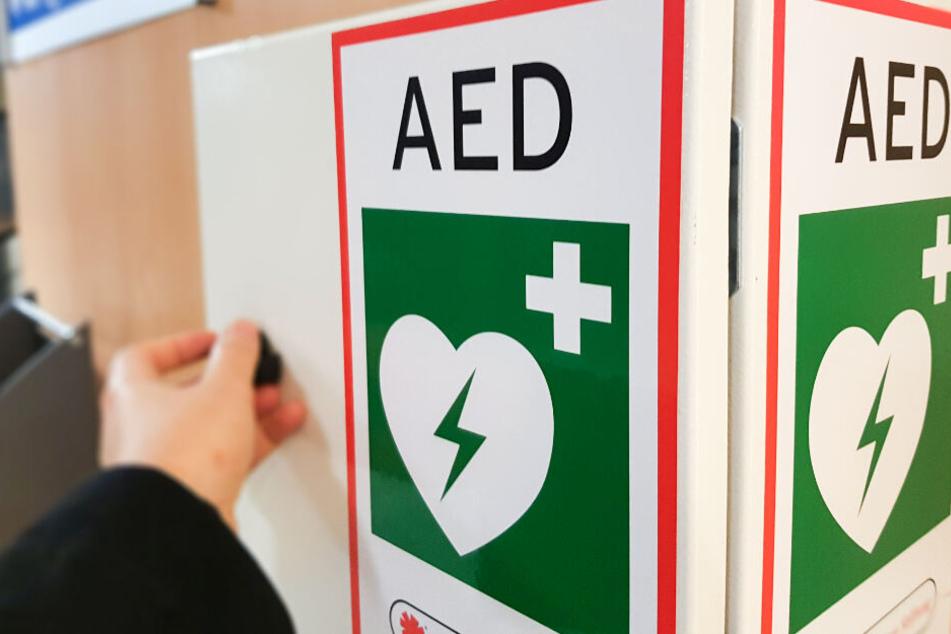 Große Gefahr! Wenn Ihr diese Defibrillatoren seht, solltet Ihr schnell handeln
