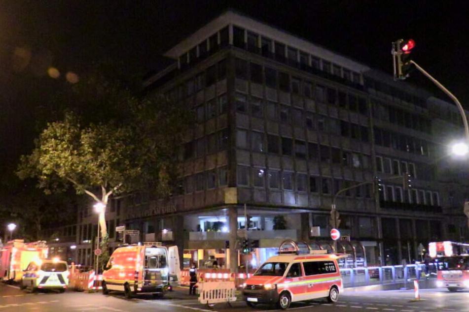 Heftiger Wasserschaden an Gebäude der deutschen Oper hält Feuerwehr auf Trab