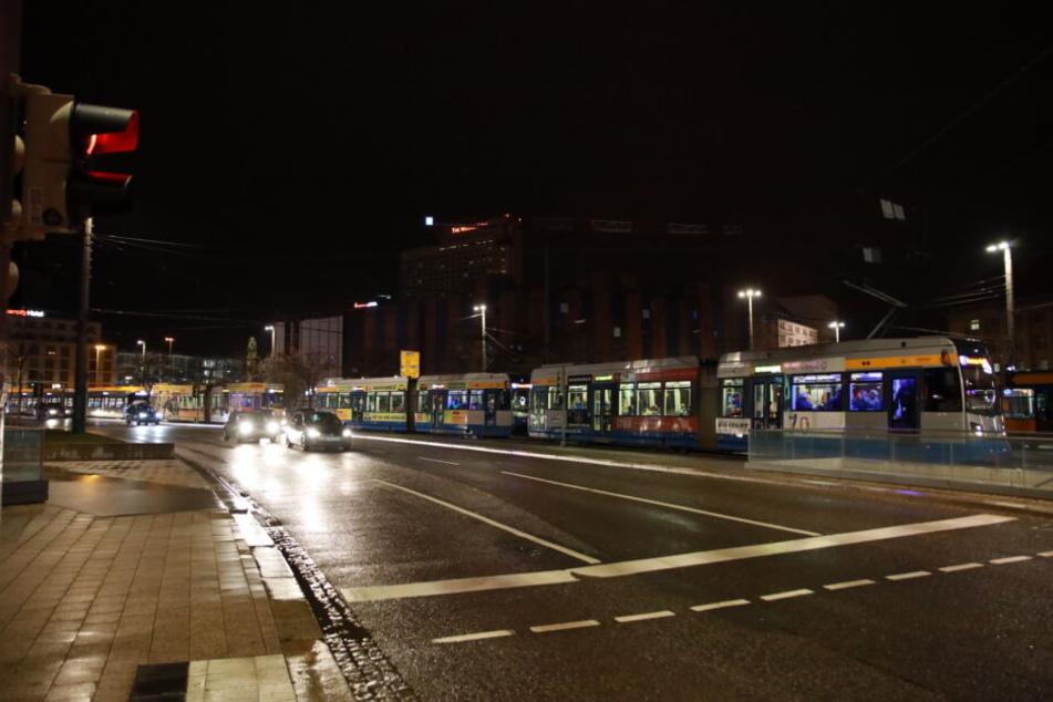 Für etwa eineinhalb Stunden kam es zu Stauungen im Straßenbahnverkehr rund um die Zentralhaltestelle am Hauptbahnhof.