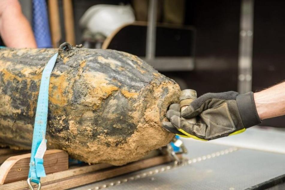 Bei Leitungsarbeiten fand man kürzlich eine amerikanische Fliegerbombe im Freibad. (Symbolbild)