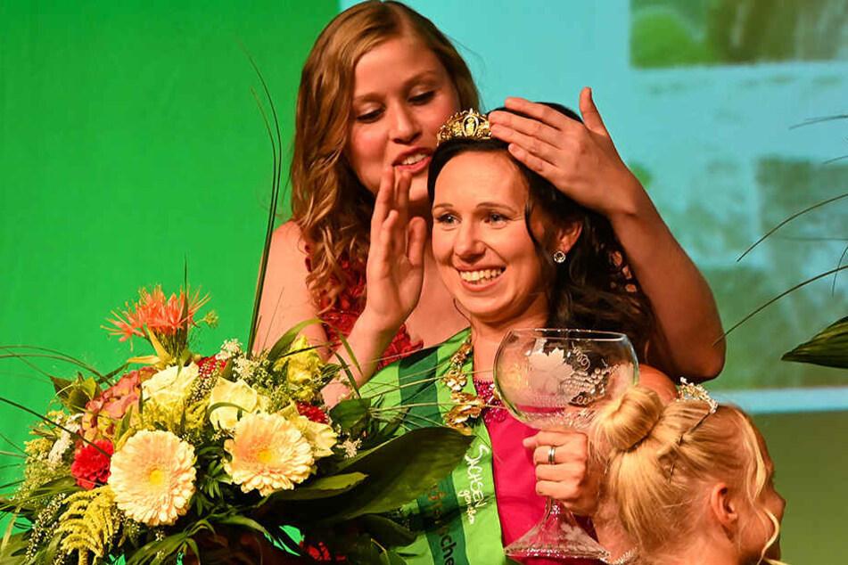 Neue Weinkönigin Katja legt gleich mal richtig los