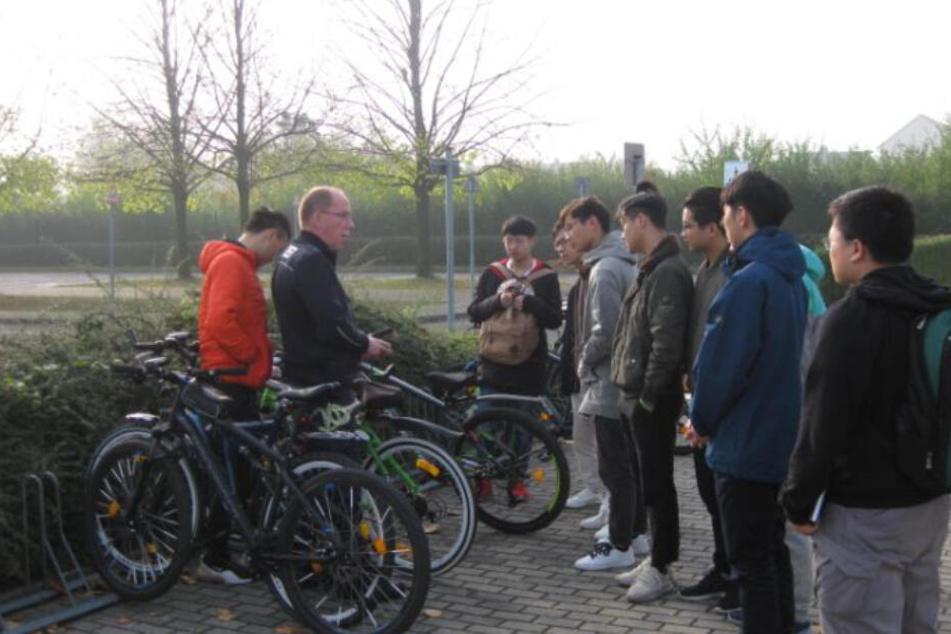 Dresden: Polizei Kamenz hilft: Darum mussten diese Chinesen zum Radel-Rapport
