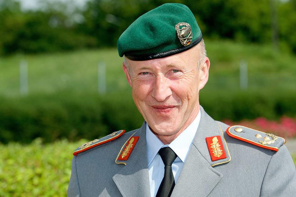 Las erst im Internet einen Artikel über seine Absetzung, dann kam der Anruf vom Vorgesetzten: Der Chef-Ausbilder des Heeres, Generalmajor Walter Spindler.