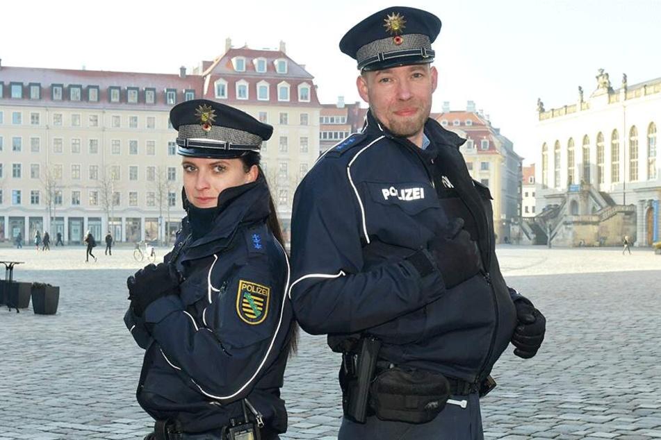 Die beiden Polizisten Tina (30) und Thomas (40) setzen auf das Zwiebelprinzip und die schusssichere Weste.