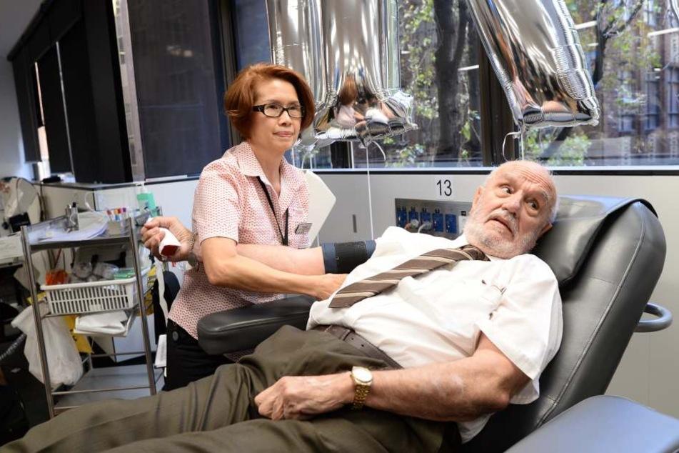 James Harrison macht sich zu seiner letzten Blutspende bereit.