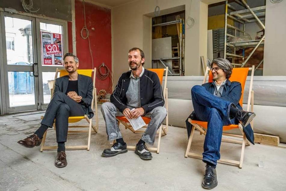 Ganz fertig ist es noch nicht: Schauburg-Chef Stefan Ostertag (41, M.), sowie die G.N.b.H.-Architekten Hendrik Neumann (48, l.) und Benjamin Grill (49) im Kino-Foyer.