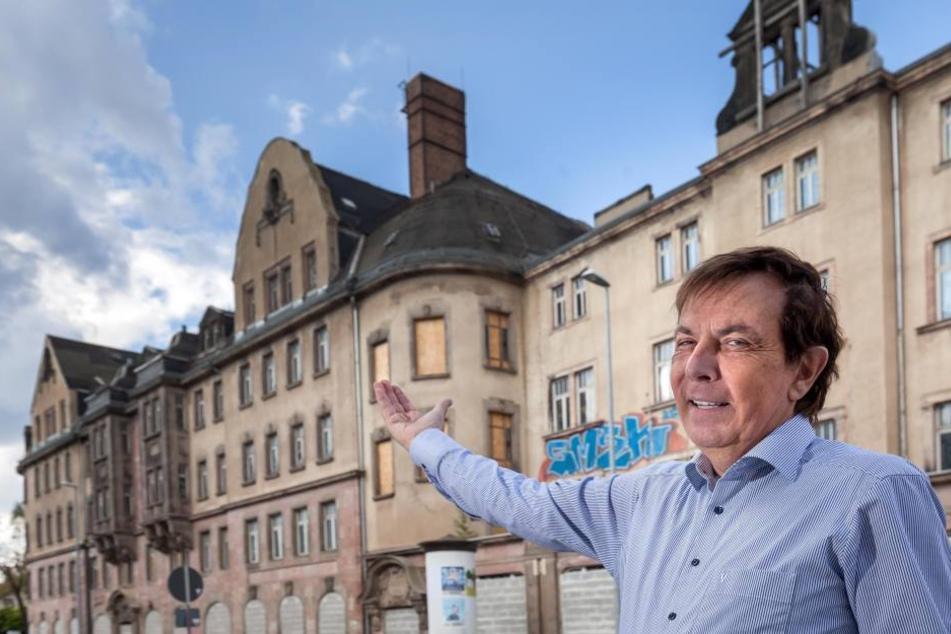 Der Investor Dietmar Jung (68) hat das leerstehende Haus Einheit an der Zwickauer Straße gekauft, will es sanieren und Eigentumswohnungen bauen.