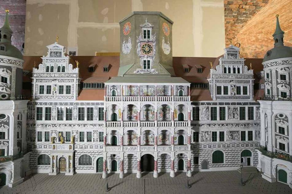 So soll die fertige Loggia einmal aussehen. Vorn die 2009/2010 rekonstruierten Bögen, dahinter die Bilder.