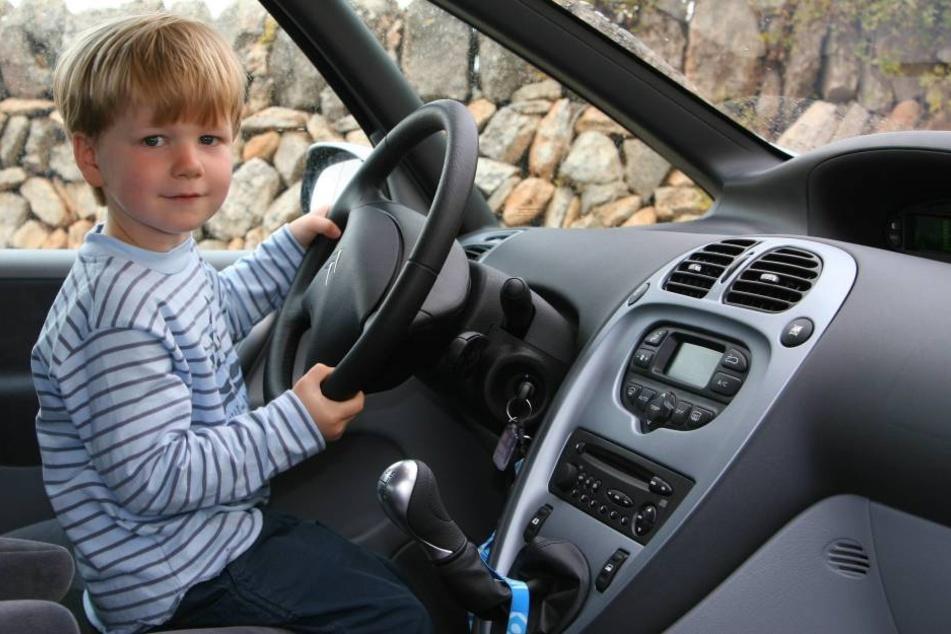 Ein Vierjähriger hat im Vogtland seinen ersten Fahrversuch unternommen. (Symbolbild).
