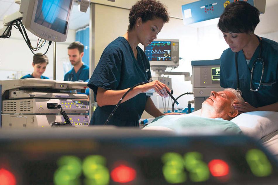Auf der Intensivstation werden Patienten mit lebensbedrohlichen Krankheiten oder Verletzungen behandelt - auch zu Weihnachten.