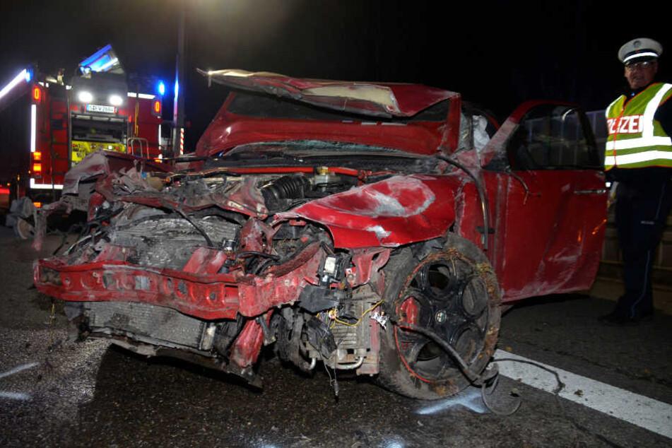 Junger Fahrer schrottet seinen Sportwagen