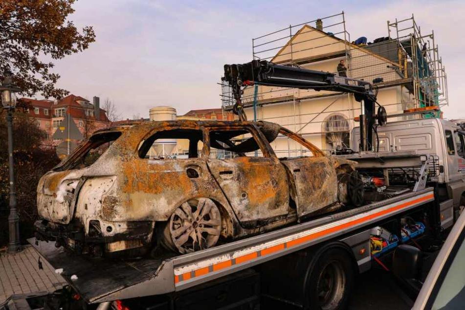 Das Fluchtauto, ein Audi A6, zündeten die Täter in einer Tiefgarage in der Kötzschenbrodaer Straße an und flüchteten mit einem anderen Fahrzeug.