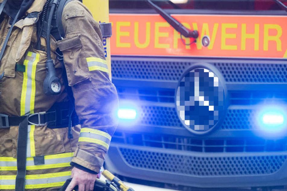 Kräfte der Berufsfeuerwehr und der Freiwilligen Feuerwehr waren im Einsatz (Symbolbild).